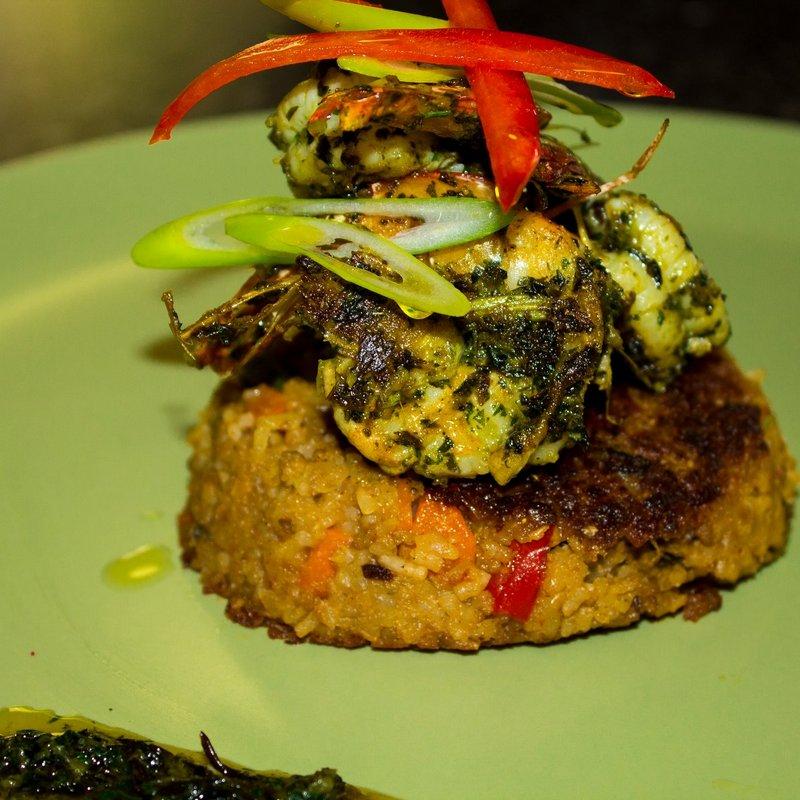 Rice cakes basil prawns